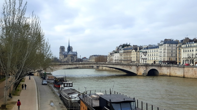 Paris Notre Dame La Seine Péniches Enjoy the little things Count Your Blessings Positive Thinking
