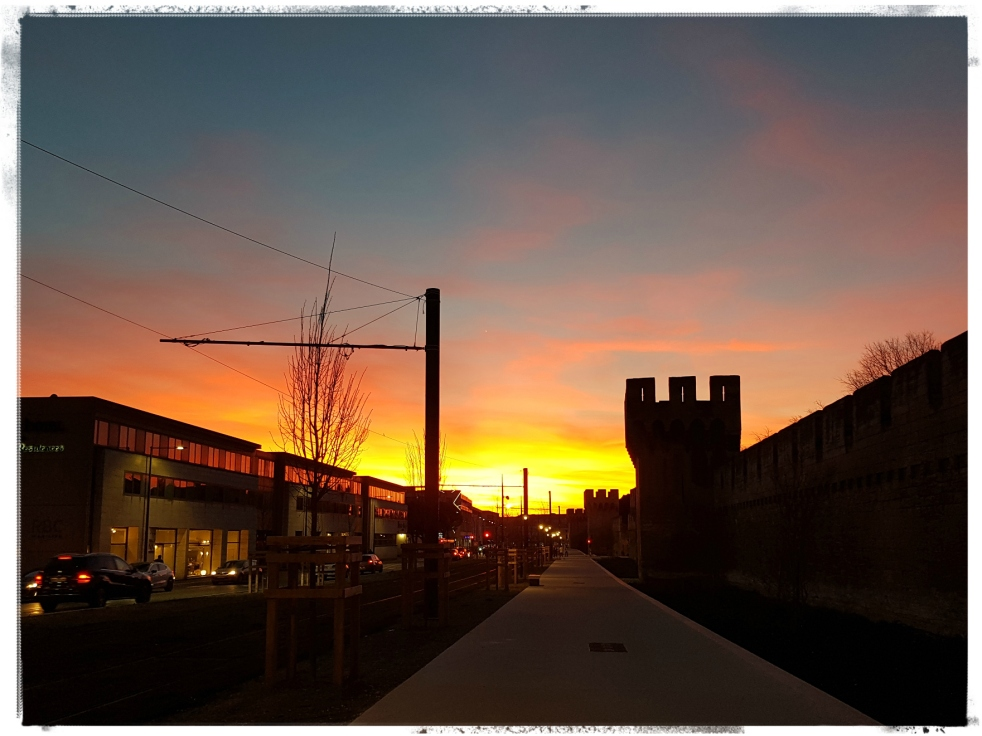 Coucher de soleil Sunset Avignon Muraille Medieval City Gratitude Journal