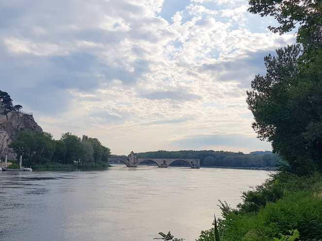 Gratitude Journal Pont d'Avignon On y danse tous en rond Pont Saint-Benezet